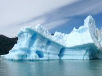 10-24 IJsberg van zeker 20 meter hoog